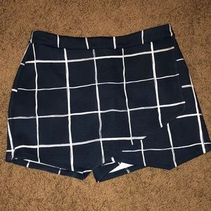 BARELY WORN ABERCROMBIE AND FITCH SKORT